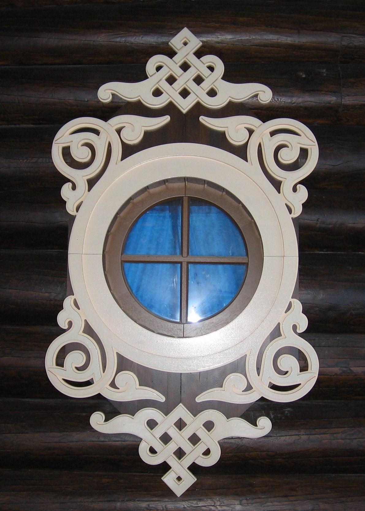 Уникальный резной наличник на круглое окно