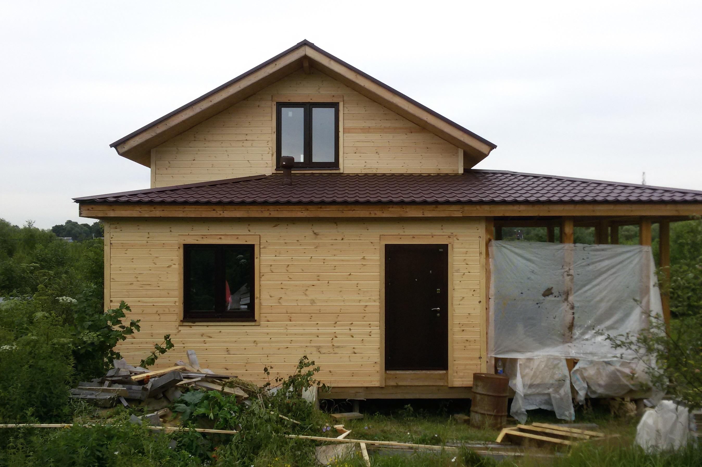 Дом до начала монтажа резных наличников и орнамента
