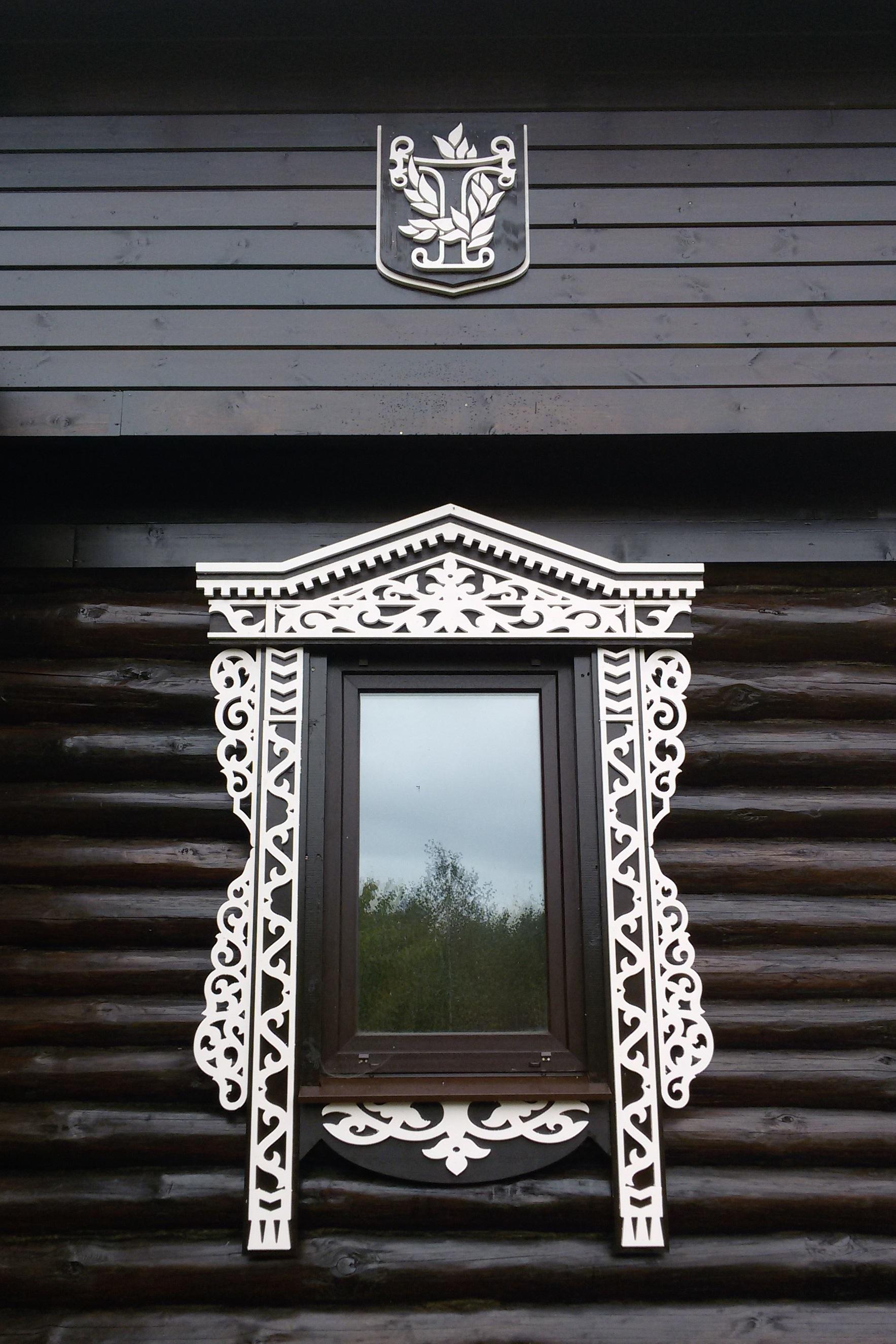 Резной орнамента на фасаде