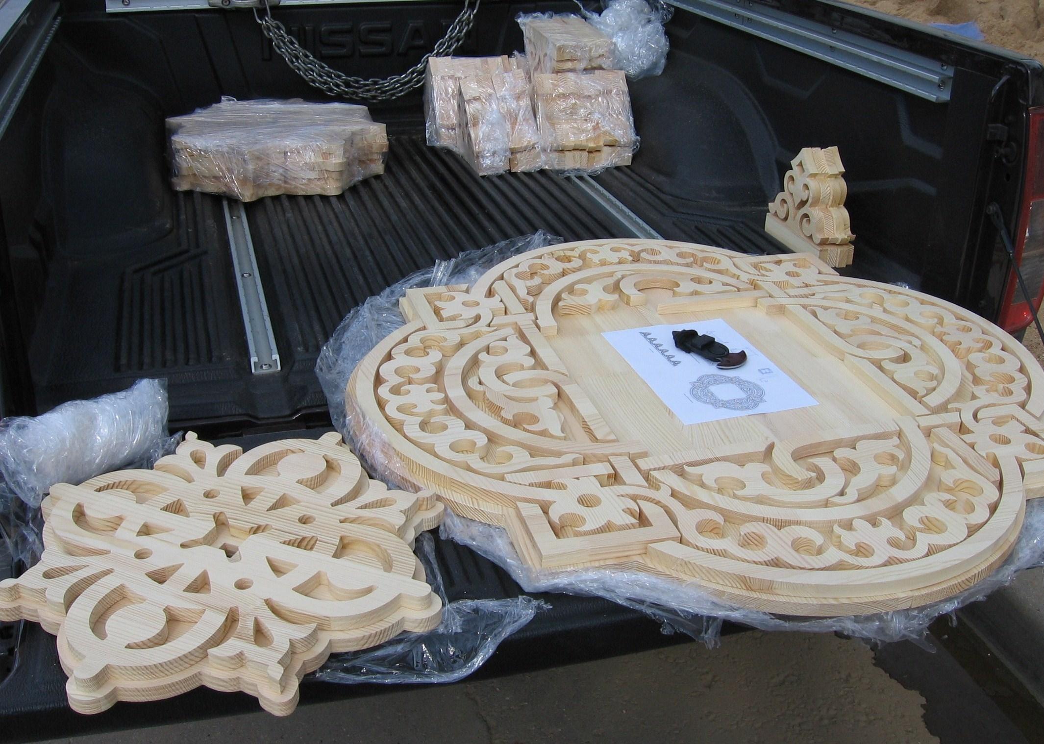 Элементы резного орнамента для внутренней отделки помещения